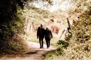 Paar auf dem Weg - Beratung